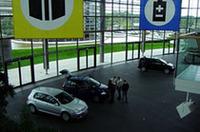 工場内にある納車スペース。新オーナーとVW車の第一歩目を演出するスペースだ。