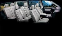 標準モデルはキャメル内装となるところを、ブラック&ライトストーンの専用トリムで特別感を演出した。