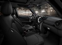 MINIのSUVモデルにマットブラックの限定車の画像