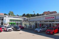 シエナのトヨタ販売店は、2年前からシュコダも扱い始めた。