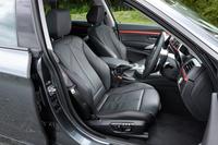 デザインパッケージの「スポーツ」にはホールド性の高い「スポーツシート」が標準で装備される。