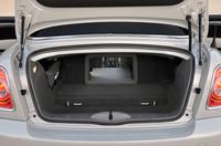 オープンモデルながら、240リッターの荷室容量を確保する。