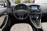 アメリカ仕様の左ハンドル車の運転席まわり。少々見にくいですが、ウインカーとハンドブレーキの位置にご注目。