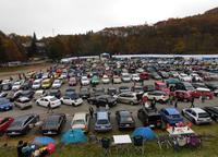 毎年会場には、約3000台の参加車両が集結する。2017年は悪天候のため例年よりは少なめだったが、それでも2000台ほどの車両が集まった。