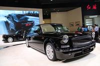紅旗のブース。メインステージには、高級シリーズL系のショートホイールベース版「L5」が2台展示されていた。