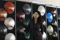 カラートレンドの予測について具体的な説明をするBASF ジャパンの松原千春さん。「欧州では、はやりのマットカラーの次を担う、よりテクスチャー感のある色が求められるようになるでしょう」とのこと。