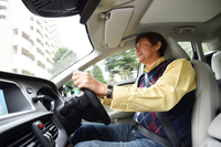 国沢光宏(くにさわ みつひろ)     1958年生まれ。自動車専門誌の編集職を経て、自動車評論の仕事に携わる。日本自動車ジャーナリスト協会(AJAJ)会員。日本カー・オブ・ザ・イヤー選考委員。趣味はクルマとスキー。
