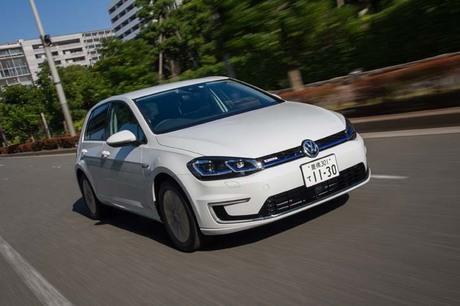 フォルクスワーゲン(VW)の「ゴルフ」ファミリーに、100%電気自動車の「e-ゴルフ」が新登場。VWグループ...