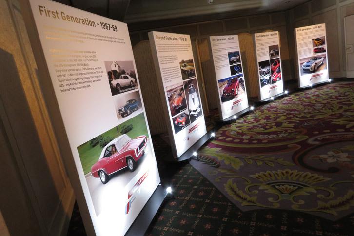 会場の入り口では、「シボレー・カマロ」の歴史を紹介するパネルが来場者をお出迎え。カマロの登場は1967年のことで、2017年にはデビュー50周年を迎える。