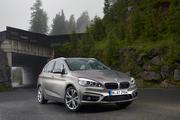 BMW 225iアクティブツアラー(FF/8AT)【海外試乗記】
