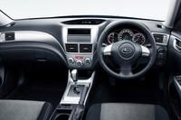 1.5i-Sのインテリア。キーレスアクセスやイモビライザーが標準。運転席は8ウェイのパワーシートとなる。