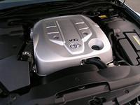 2.5と3リッター、2種類の排気量が用意されるエンジンは、いずれもV型6気筒の直噴。