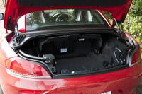 トランクルーム容量は、ルーフ収納時が180リッターで、クローズド時は310リッターとなる。