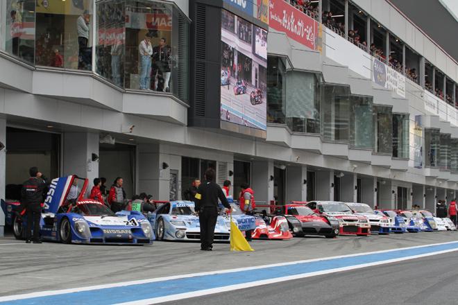 LMP1による2015年のルマン参戦(復帰)に向けたプログラム「Road to Le Mans 2015」。ピットに展示されていた、過去ルマンに挑戦したマシン11台がピットロードに整列。