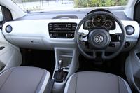 インテリアは基本的にベース車の「up!」と共通。各部にあしらわれたブルーのアクセントが、ガソリン車とは異なる特徴となっている。