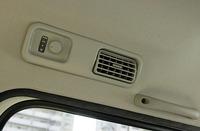 後2列用のエアコン風量調整ダイヤルが備わる。