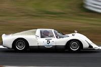 No.5 1966年ポルシェ906カレラ6は、荒聖治/加藤哲也両選手により「クラス3」優勝。