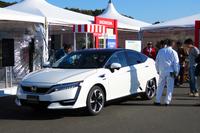 ホンダの新型燃料電池車。第44回東京モーターショーで「クラリティ フューエル セル」という車名が発表された。