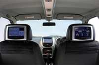 GMファミリーのスズキと共同開発した「クルーズ」に、モバイル通信技術を盛りこんだコンセプトカー「eクルーズ」