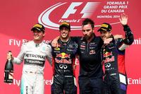カナダGPで自身初優勝を飾ったレッドブルのダニエル・リカルド(左から2番目)。メルセデスのニコ・ロズベルグ(一番左)が2位、チャンピオンのセバスチャン・ベッテル(一番右)が3位表彰台からチームメイトの勝利を祝った。(Photo=Red Bull Racing)