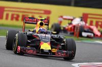 予選ではフェラーリに後れをとったが、その赤いマシンが相次いでグリッド降格ペナルティーを受けたことで2列目に繰り上がったレッドブル勢。フェルスタッペン(写真)はスタートで2位に上がると、レース終盤のハミルトンの猛追を抑え込み、難コースの鈴鹿で2位表彰台を決めた。(Photo=Red Bull Racing)