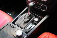 トランスミッションは、トルクコンバーターの代わりに湿式多板クラッチを用いた「AMGスピードシフトMCT」を採用。ダイレクトなレスポンスが追求されている。