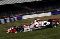 地元イギリスで、第3戦オーストラリアGP以来の2台完走を果たしたスーパーアグリ。佐藤琢磨(写真)17位、フランク・モンタニー18位と、トップから3周遅れでチェッカードフラッグをくぐった。待望のニューマシンは、北米2ラウンドを終えた7月16日のフランスGPデビューを目標につくられている模様だ。(写真=Honda)