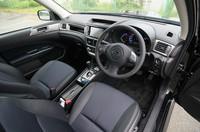 2.0GTの運転席まわり。レザーのシート地も選べる。