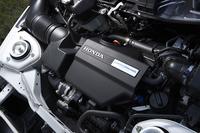 テスト車のエンジンは純正のまま。モデューロとしてはエンジンのチューニングプランは用意しておらず、またエアクリーナーやフィルターといったパーツの販売も行われていない。