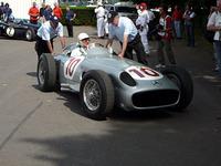 速くて強いが、チャンピオンシップ最高位は1955〜58年まで4年連続記録した2位。タイトルとは無縁で「無冠の帝王」と呼ばれている。