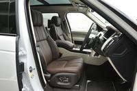 試乗車の前席(運転席および助手席)には22ウェイの調整機能(オプション)が装着されていた。