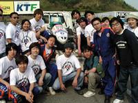 出てるのは、ソウル産業大学の自動車工学科の学生チームなど。ちなみに人気の就職先はやはり現代で、2003年の倍率は270倍。ちなみにトーイック(TOEIC)900点以上が必要だそうだ! ガチョーン……。