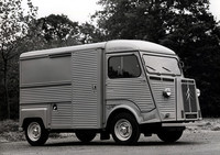 FF商用車のパイオニアであるシトロエンの「Hトラック」。写真のバンをはじめピックアップなどさまざまなボディが架装できた。全長は4.3mほどだが、全幅は2m近く、全高は2.1m以上あり、エンジンは1.9リッター直4のほかディーゼルも用意されていた。