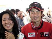 現代クリックレースには韓国芸能人レーサーも数多く参加。この伊達公子似の女性は、元ミスコリアのキム・ジョンさん。ダンナも人気の芸能人だ!