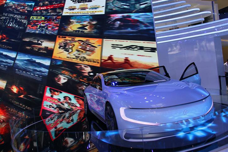 「レコー・ルシー」。 自動運転機能を備えるEVのコンセプトカー。手がけたレコー社は、中国のスマートフォン&バーチャルリアリティー機器のメーカー。