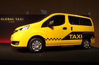 """「NV200タクシー」には、ガソリン車のほか、走行状態により燃料をLPGに切り替える""""バイフューエル仕様""""もラインナップされる。需要の大部分は後者である。"""