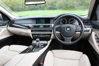 BMWの「アクティブハイブリッド」シリーズとしては、初の右ハンドル車となる「アクティブハイブリッド5」。インテリアのデザインは、他の「5シリーズ」と変わらない。