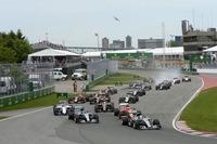 直線とクランク状のシケインがちりばめられたモントリオールのコース。スタート直後のターン1はアクシデントがつきものなのだが、今年はトラブルフリーで全車が通り抜けた。(Photo=Mercedes)