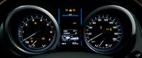 スピードメーターとタコメーターの間には、新たに大型カラーTFT液晶のマルチインフォメーションディスプレイを採用した。