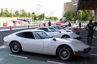 会場にずらりと並んだ「トヨタ2000GT」。定番の白のほかにも、赤やグリーン、シルバーの個体の姿も。