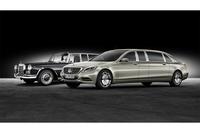 新旧「プルマン」が並ぶ。左は1965年の「メルセデス・ベンツ600プルマン」。