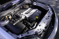 211psと30.6kgmを発する、3.2リッターV6DOHC16バルブ24バルブ「ECOTEC」ユニット