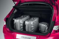 荷室容量は380リッター(VDA方式)。