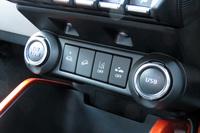 自動緊急ブレーキやグリップコントロール、ヒルディセントコントロールなどの操作スイッチ。