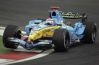マシンが速くないなら真後ろでゴールすればいい。アロンソの作戦はマクラーレンの後ろから離れないこと。そしてこれはモントーヤのコースアウトで理想的なかたちとなった。(写真=ルノー)