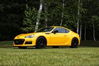 「スバルBRZ tS」は、足まわりを中心にSTIがチューニングを施した特別限定車。同名のモデルは、2年前の2013年8月にも発売されている。