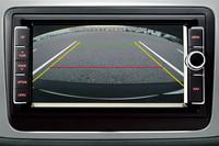 新型のメーカー純正ナビには、駐車時などに重宝するリアビューカメラも標準装備。