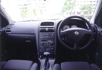 Sportには、前席にランバーサポートのついたスポーツシートが標準装備される。