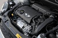 搭載されるエンジンはクーペと同様1.6リッター直4。