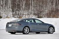 「モデルS」には、「60kWh仕様」「85kWh仕様」「85kWhパフォーマンス仕様」と3種類のバリエーションが用意され、バッテリー容量だけでなく、動力性能にも差が付けられている。今回の試乗車は、最も高性能な「85kWhパフォーマンス仕様」。